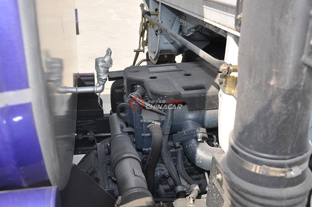 东风多利卡D6洒水车底盘图片-发动机变速箱