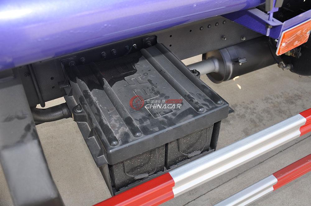 东风多利卡D6洒水车底盘图片-电池