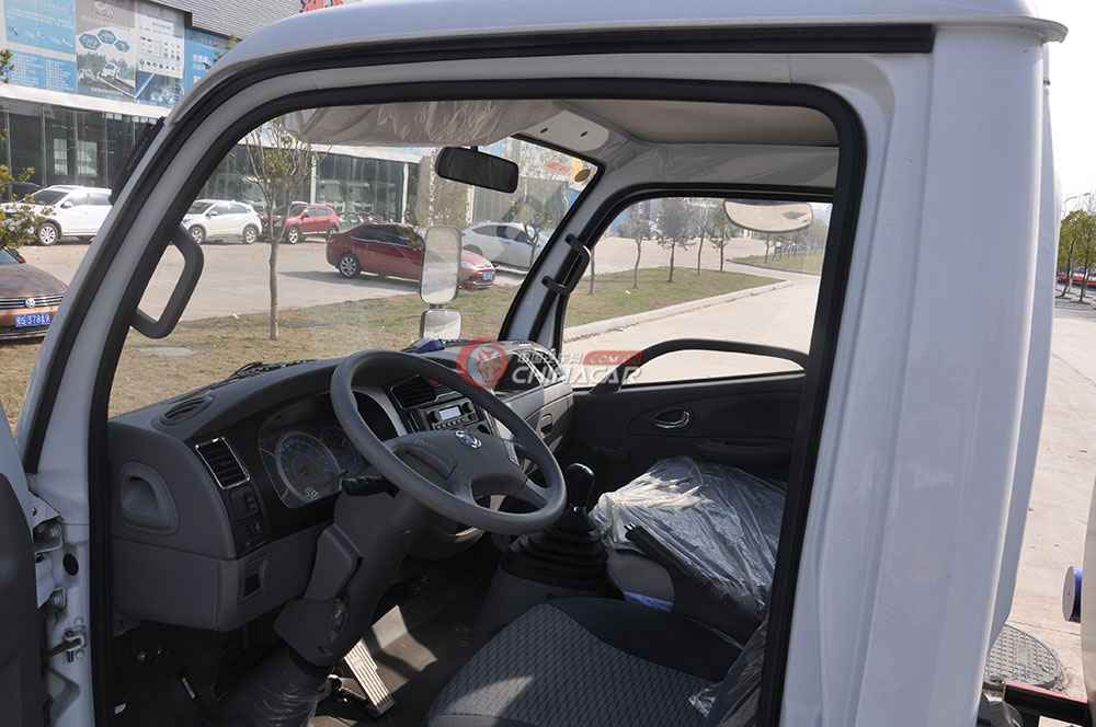 东风多利卡D6洒水车驾驶室图片-驾驶室