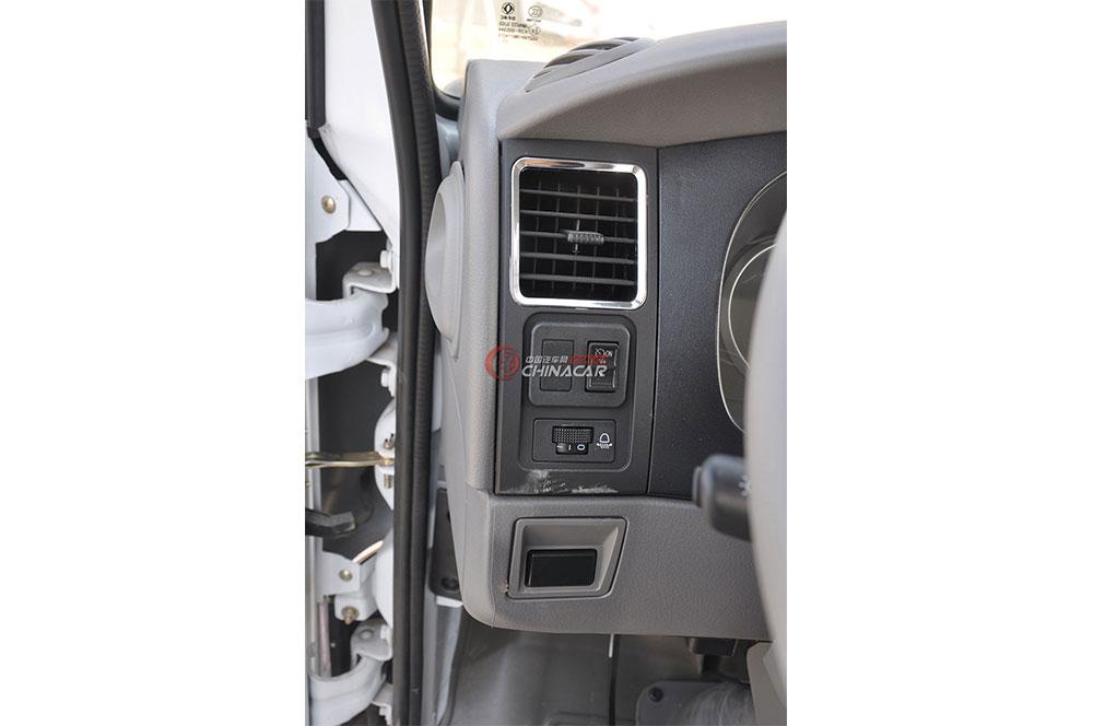 东风多利卡D6洒水车驾驶室图片-空调出风口