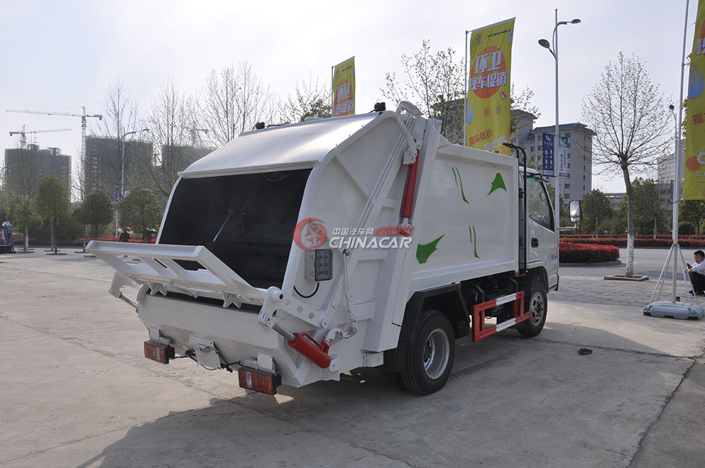 凯马福运来压缩式垃圾车外观图片-右后45度