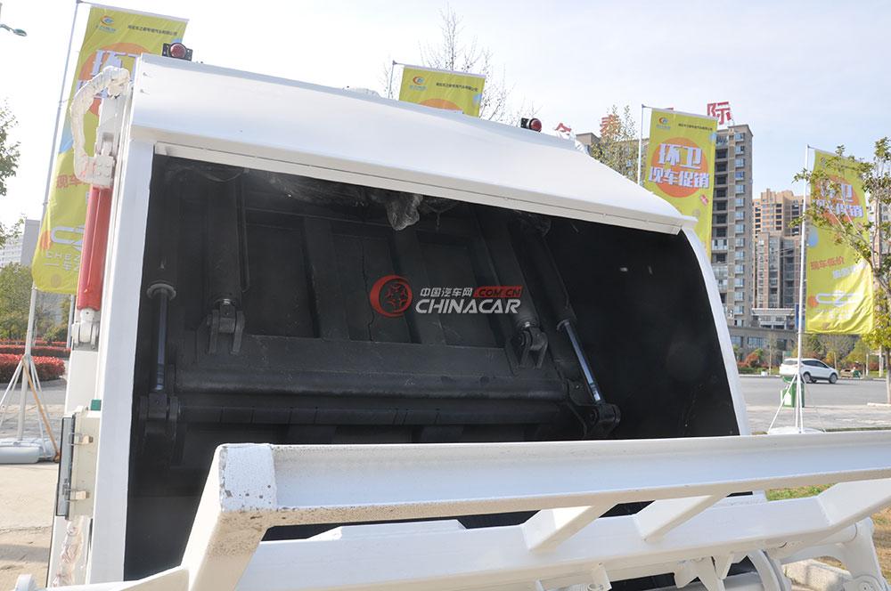 凯马福运来压缩式垃圾车外观图片-尾部特写