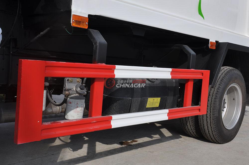 凯马福运来压缩式垃圾车底盘图片-防护栏