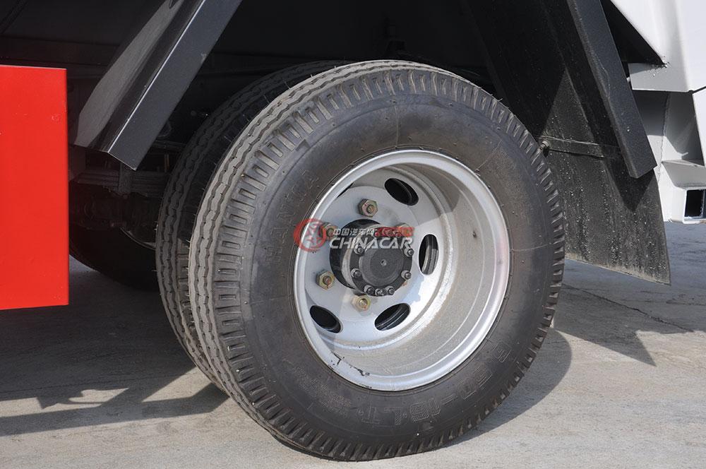 凯马福运来压缩式垃圾车底盘图片-后轮胎
