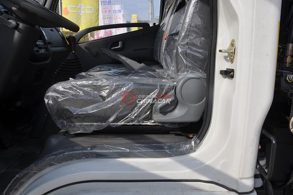 凯马福运来压缩式垃圾车驾驶室图片-座椅