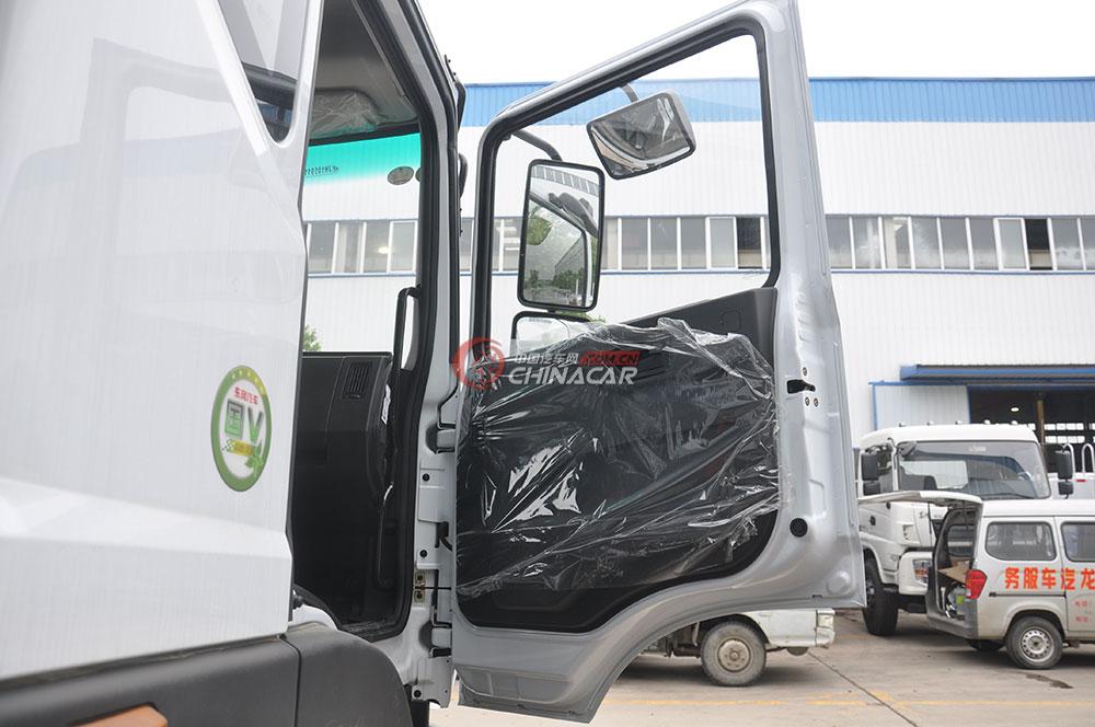 东风多利卡D9洒水车驾驶室图片-车门