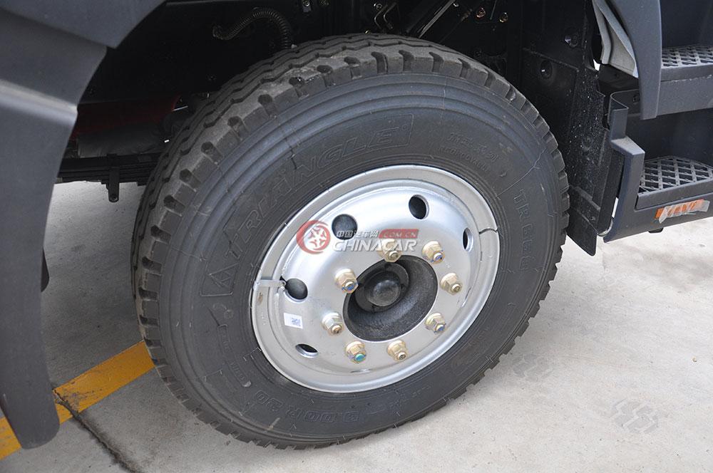东风多利卡D9洒水车底盘图片-轮胎