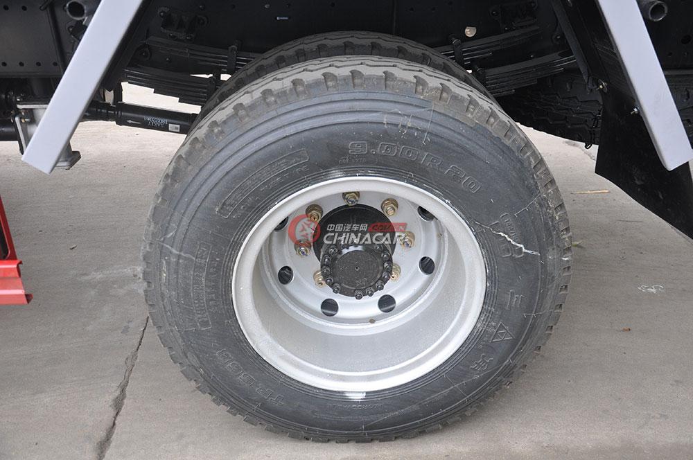 东风多利卡D9洒水车底盘图片-后轮胎