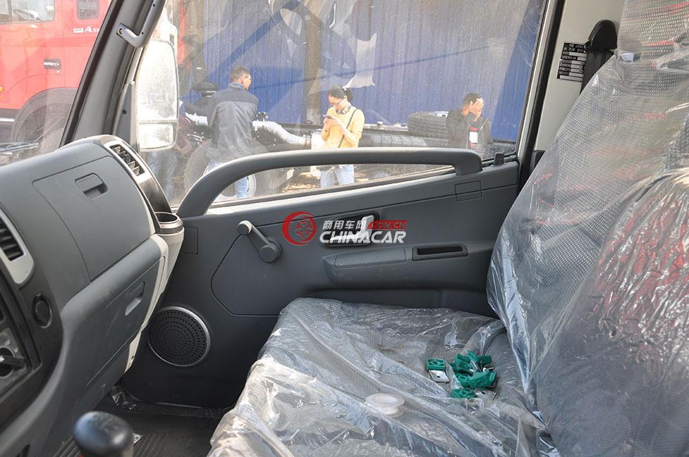 凯马餐厨垃圾车驾驶室
