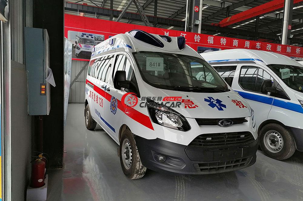 福特全順V362救護車外觀