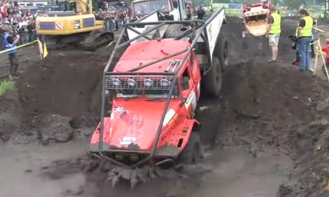 德累斯顿拉力赛卡车过泥潭