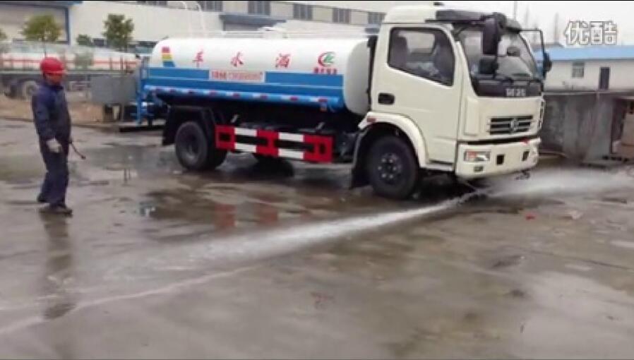 东风多利卡6吨洒水车视频