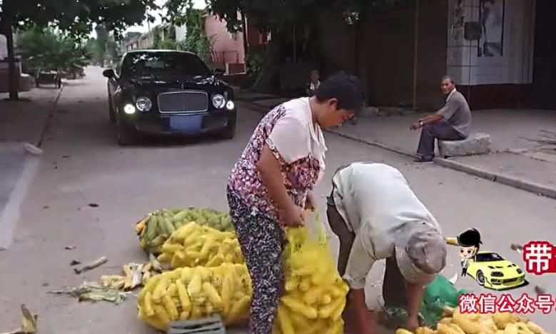农民工试驾500万宾利慕尚,农民工开500万宾利回村接爷爷奶奶