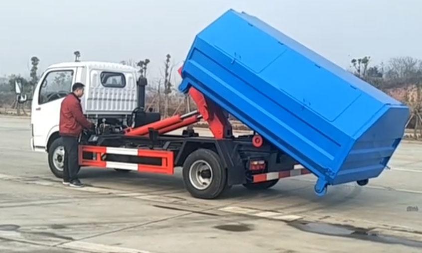 东风小多利卡5吨勾臂垃圾车伸缩臂手动室外操作演示视频