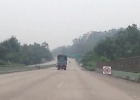 便衣高速路上截停牛逼货车