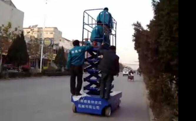 德曼特自行走式高空作业车视频