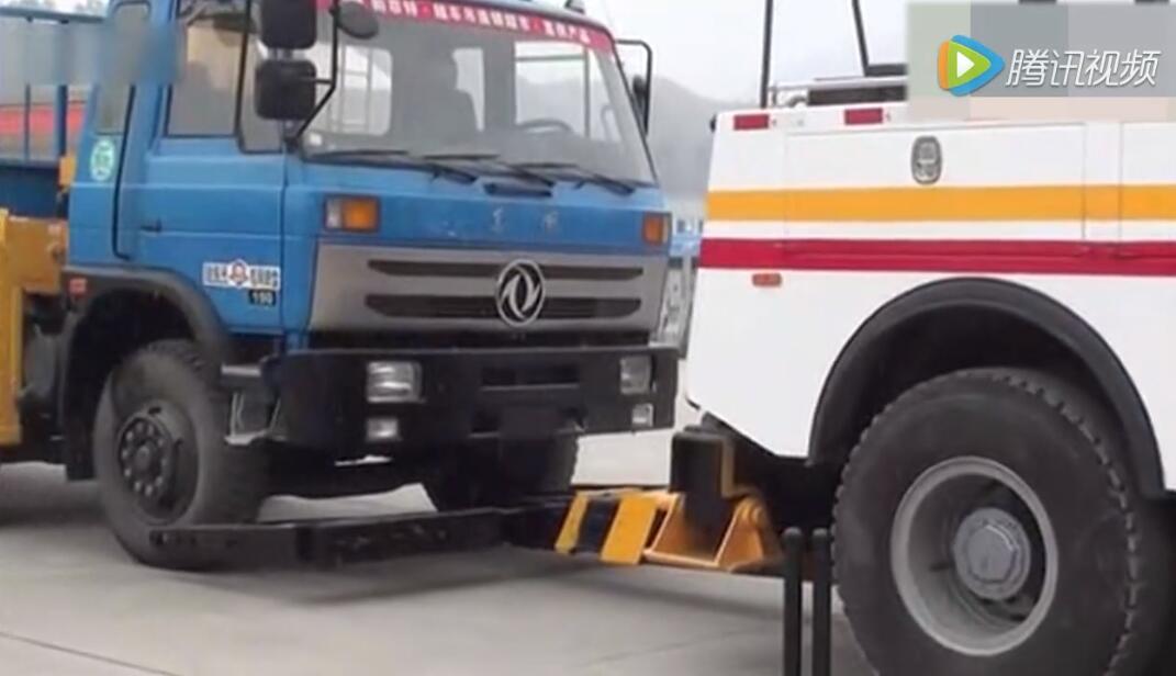 如何正确操作清障车视频