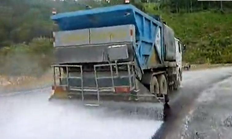 程力同步碎石封层车现场施工视频_标清_1