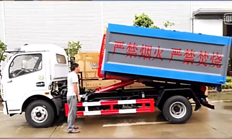 钩臂式垃圾车操作视频