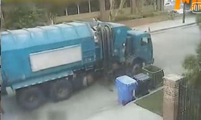 【搞笑视频】自动垃圾车也不见的好使